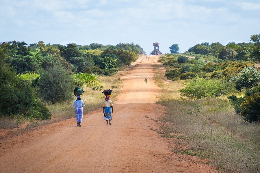 african-women-walking-along-road